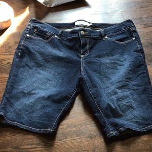🌴EUC - Women's Torrid Bermuda Shorts Plus Size 18